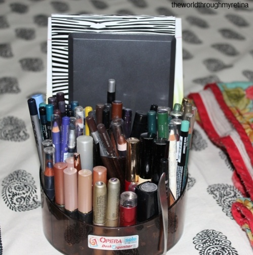 liner stand + eyeliners + makeup storage